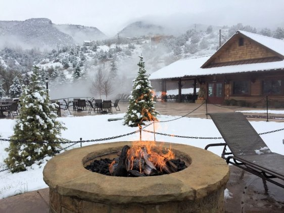 Iron Mountain Hot Springs-Fire pit - 1024 x 768