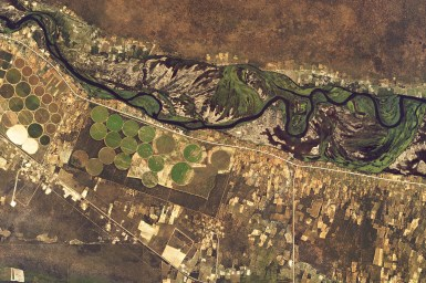 satellite image of river and irrigated area