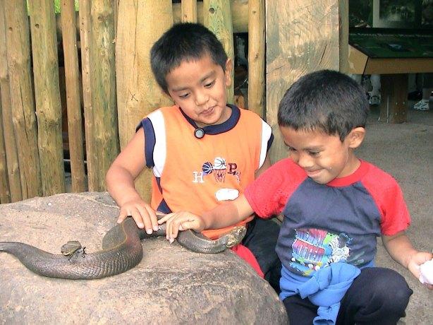 sculpture-boys-snake