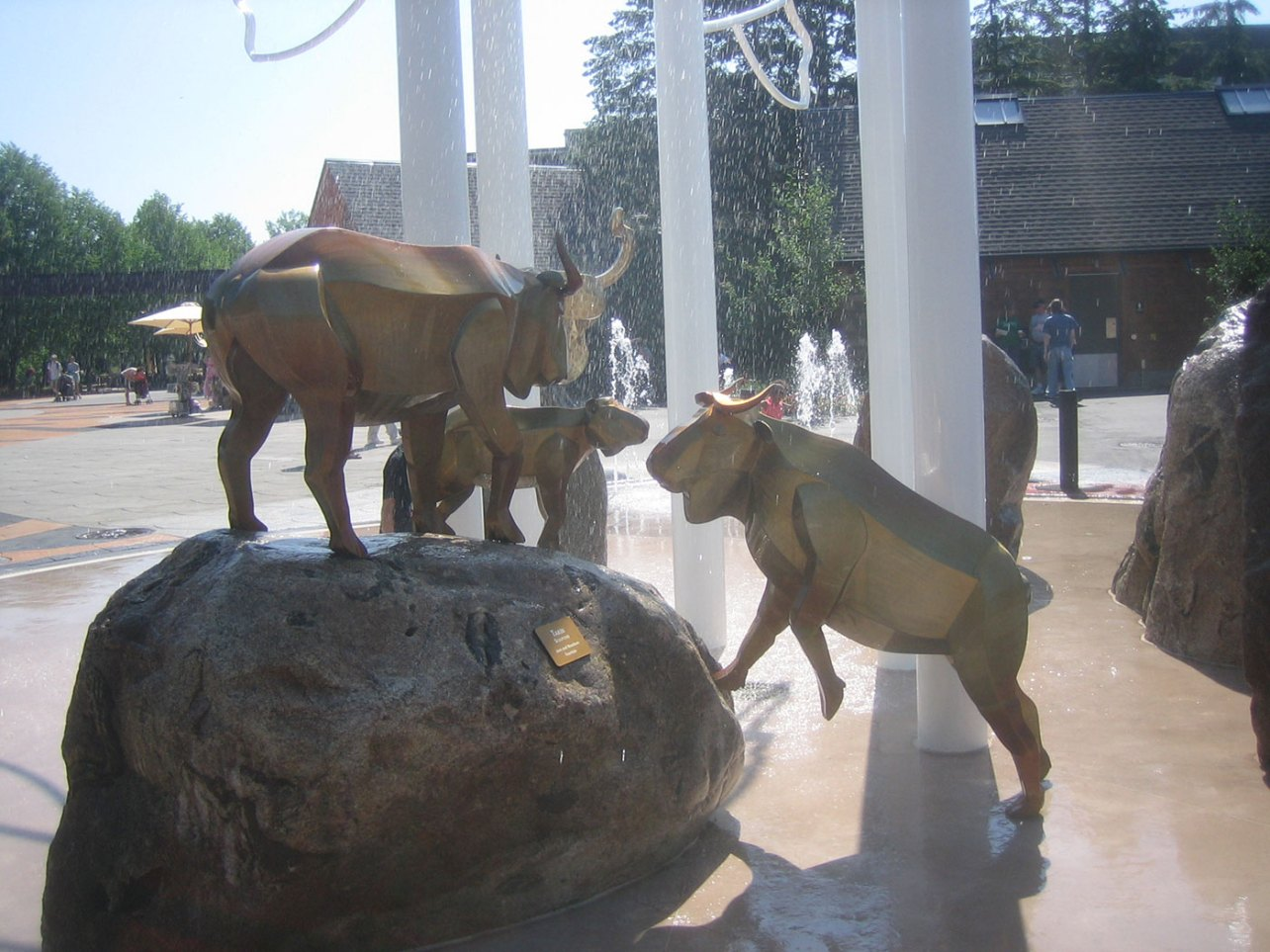 sculpture-monumental-goats-fountain