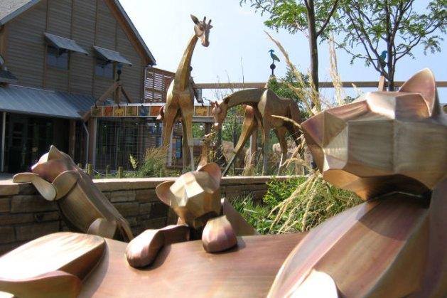 sculpture-monumental-lions-giraffes
