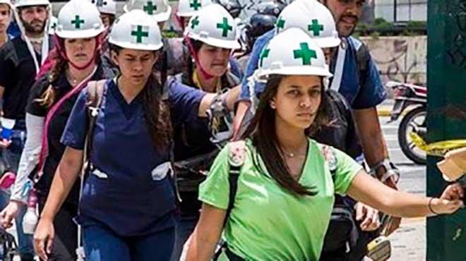 Resultado de imagen para medicos en protestas de venezuela