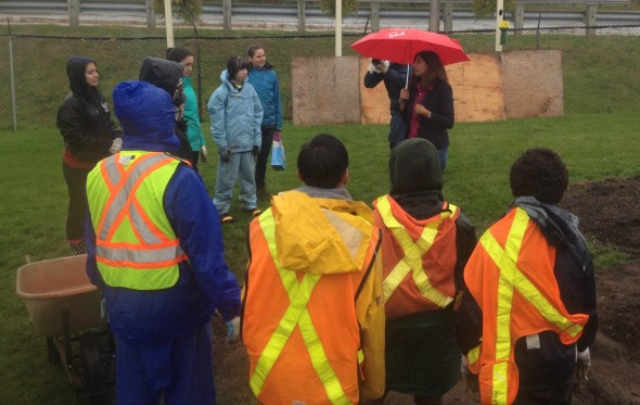 MPP Damerla talking to the youth about their rain garden.