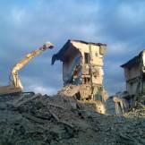 demolare cu excavator