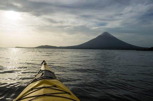 canoa en lago