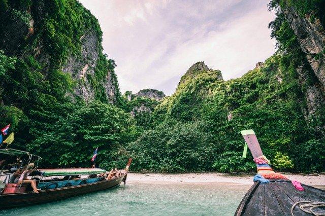 playa con bote