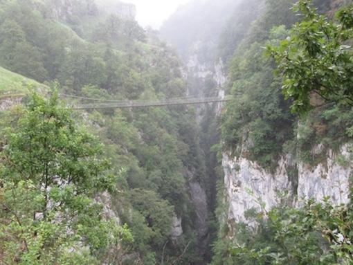 Suspension du souffle-Pont suspendu Holzarte-Larrau-GR10