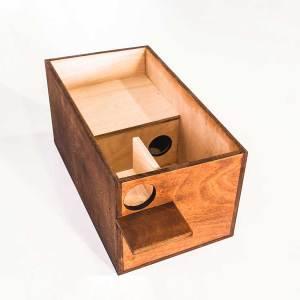 Boommarternestkast, gemaakt uit lariks. Deze nestkast is op maat gemaakt voor de boommarter.