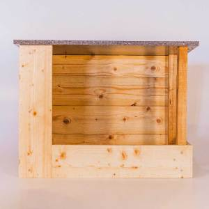 Oehoenestkast, gemaakt uit lariks. Deze nestkast is op maat gemaakt voor de oehoe.