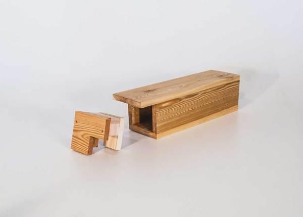 Tapuitnestkast, gemaakt uit lariks. Deze nestkast is op maat gemaakt voor de tapuit.
