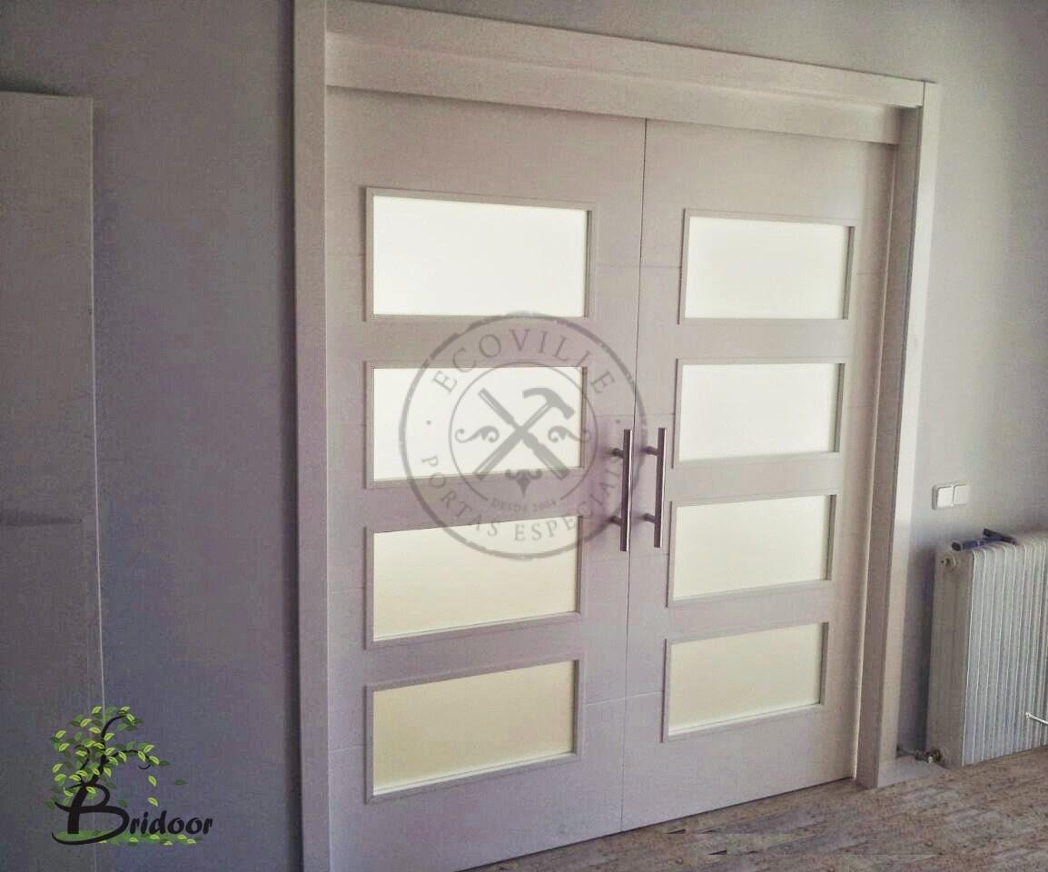 Porta Com Sistema De Correr Embutido Visores Com Vidro