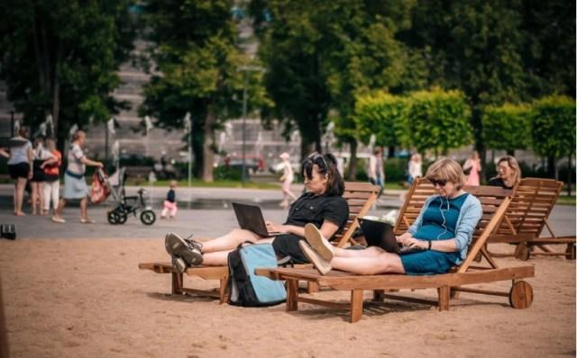 Πλατεία στη Λιθουανία έγινε ...παραλία