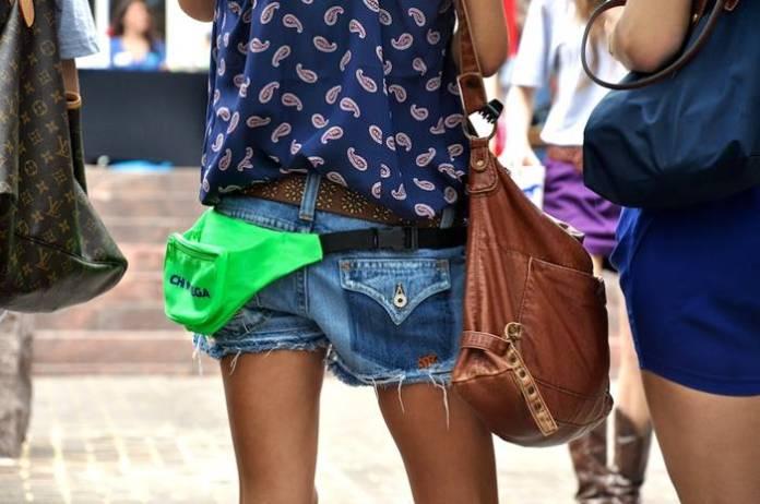 cara memakai tas pinggang