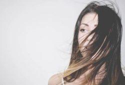 Yuk Kenali 10 Pilihan Shampo yang Cocok untuk Rambut Berminyak Terbaik