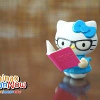 Mainan Hello Kitty Baca Buku Happy Meal Fast Food Toys