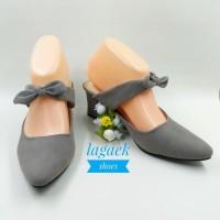sepatu high heels wanita  keren dengan pita cantik bludru abu tua BTAT