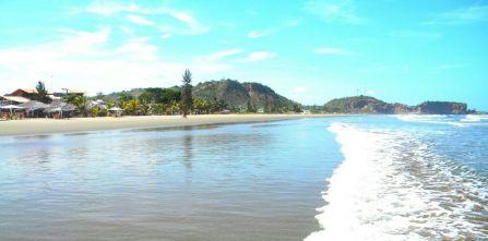 Beach of Olon, long beach strech to stoll on the beach!