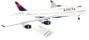 Amazon.com: Daron Skymarks Delta 747-400 Airplane Model