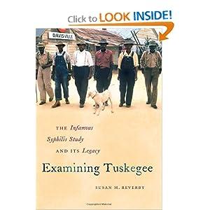 Examining Tuskegee (Fuente: www.amazon.com)