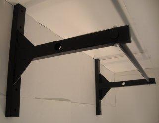 pull-up-bar-mounted-calisthenics-equipment