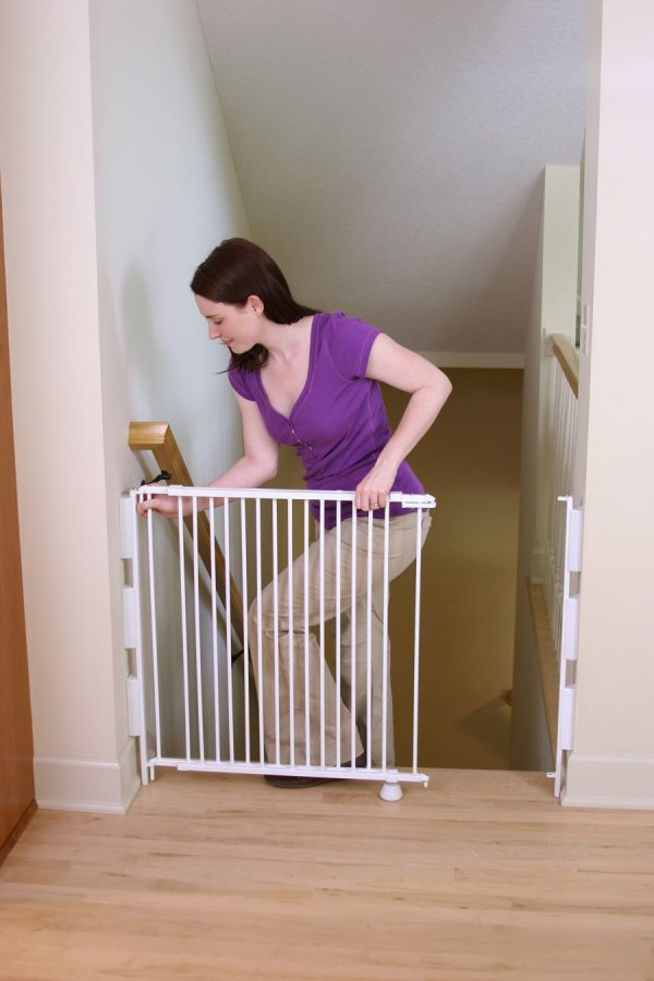 Regalo Top Of Stairs Expandable Metal Gate With Mounting Kit Free Shippi
