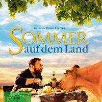 Sommer auf dem Land [Święta krowa; engl. Father, Son & Holy Cow] / Regie: Radek Wegrzyn. Darst.: Zbigniew Zamachowski, Agata Buzek [...]