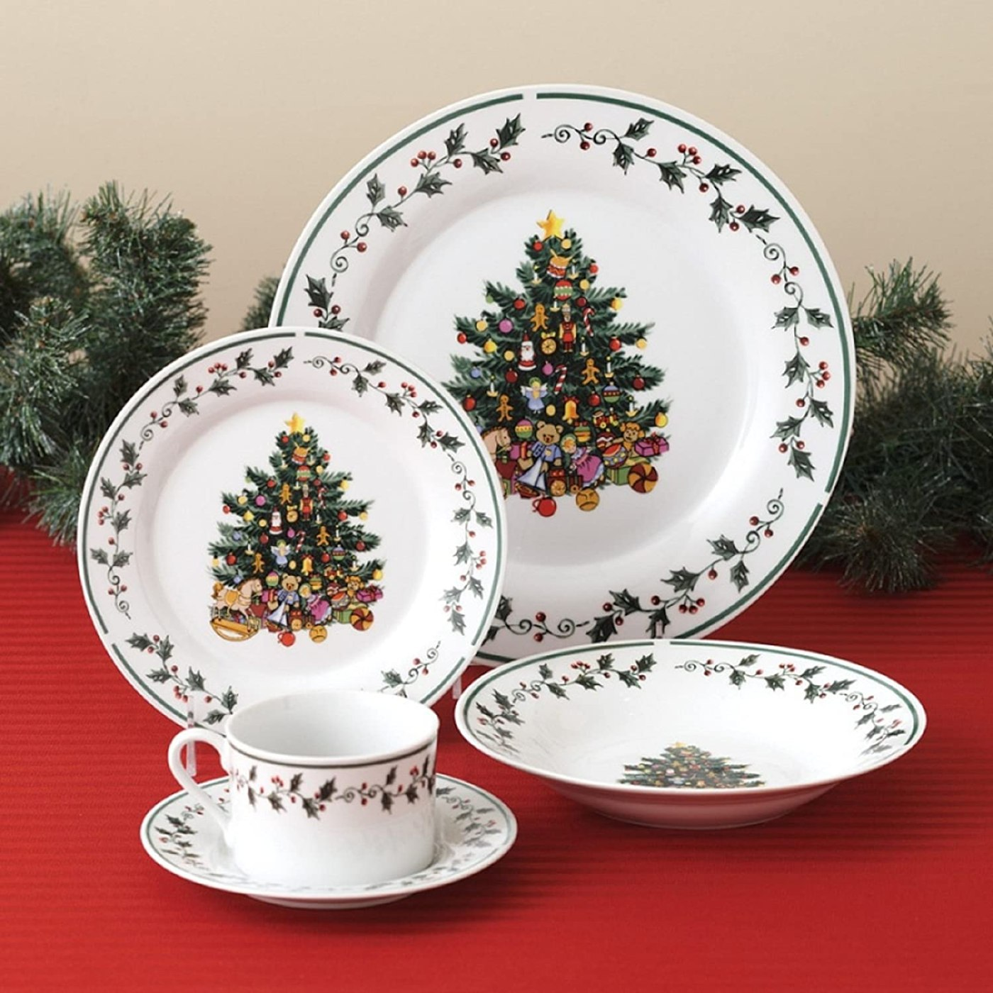 Gibson Christmas Tree Trimmings 20-Piece Dinnerware set