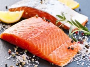 Hvordan plukke opp rød fisk hjemme?
