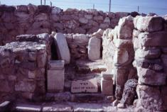 _thumb_900_11078001%20Arad%20Holy%20of%20holies%20in%20Canaanite%20temple