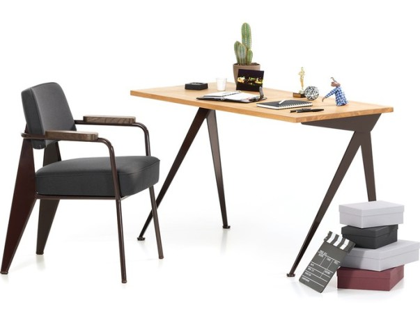 Sülearvutiga töötamiseks ratsionaalse suurusega laud Prouvé Compas Direction. Eestis müüb Intera.