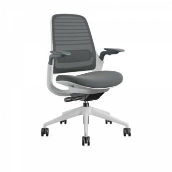 Steelcase Series 1 tooli saab valida 11 ei värvitoonis kattega, mis võimaldab seda sobitada erinevatesse interjööridesse. Müüb Intera.