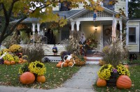 10 Best Outdoor Halloween Decorations - Porch Decor Ideas ...