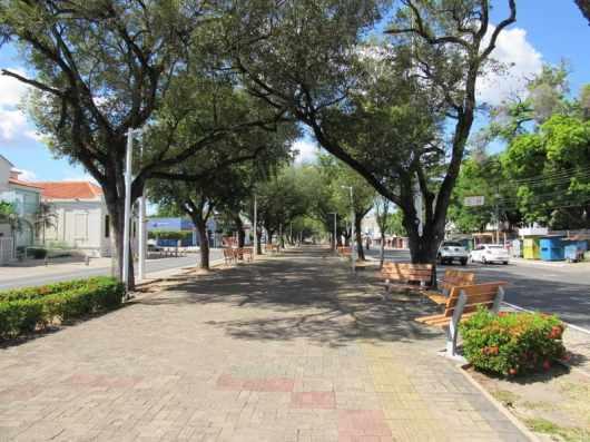 Isolamento social: Avenida Frei Serafim, Centro de Teresina, 28 de junho, domingo.