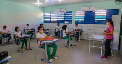 Alunos do 5º e 9º ano retomam as aulas presenciais na rede estadual