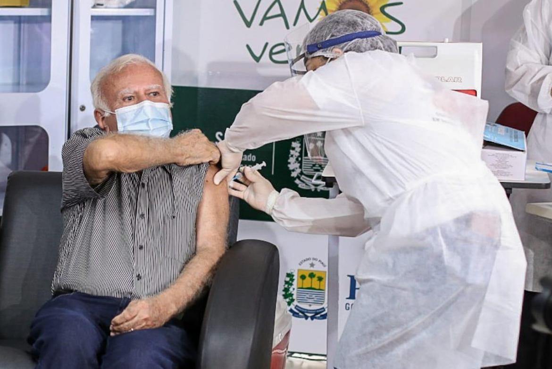 Médico Joaquim Parente é o 1º piauiense vacinado contra covid-19