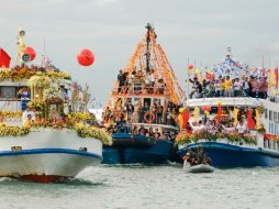 The fluvial parade.