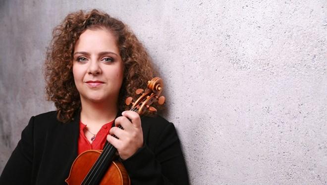 Berlin Filarmoni Orkestrası'na kabul edilen ilk Türk kemancı Hande Küden
