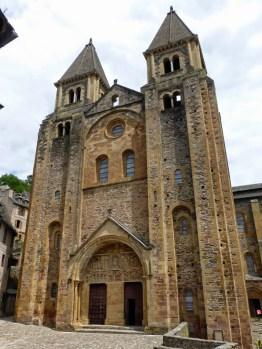 Fachada Abadía de Sainte-Foy de Conques, en Francia siglo (XI)