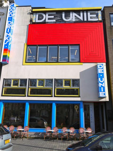 "Exterior del Cafe ""De unie"", J.J.P. Oud, 1925, centro de Rotterdam"
