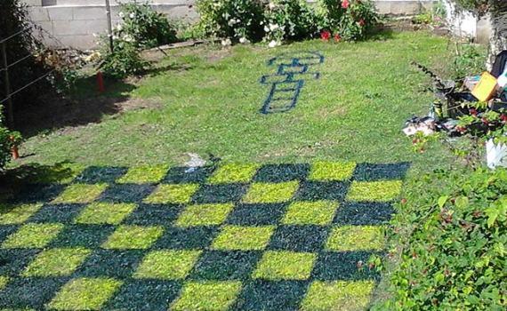 Jeux au jardin, échecs, damiers, twister, surprise enfants