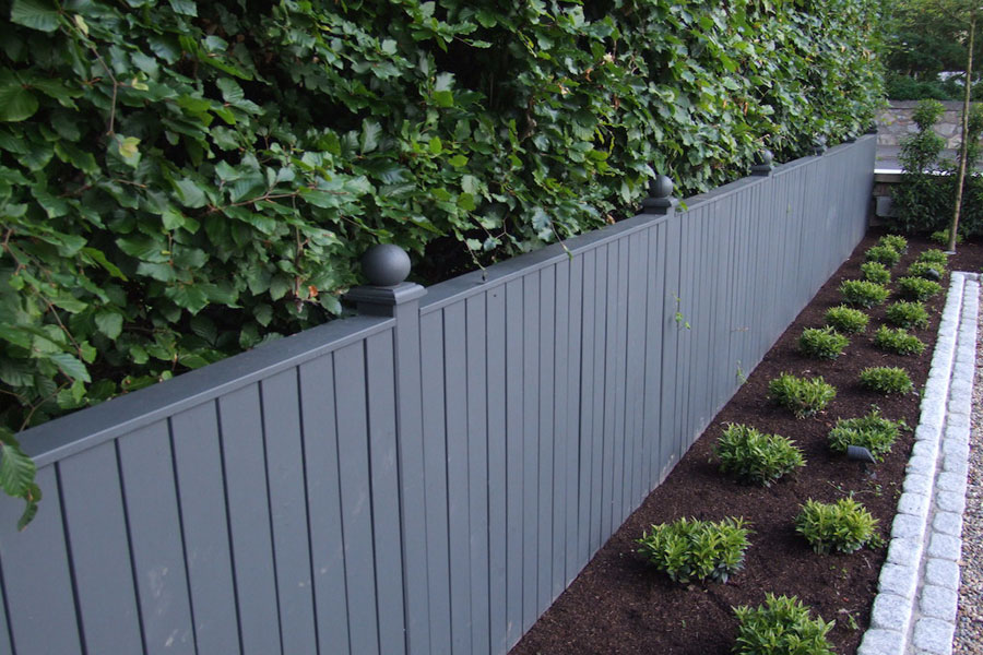 timber-painted-fencing
