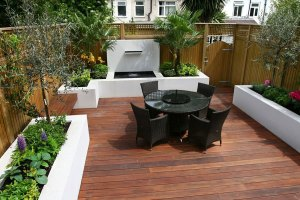 small garden decking | city gardens | raised planters and raised bedding