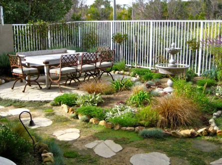 Backyard Entertainer's Yard with Dining area in small tract lot