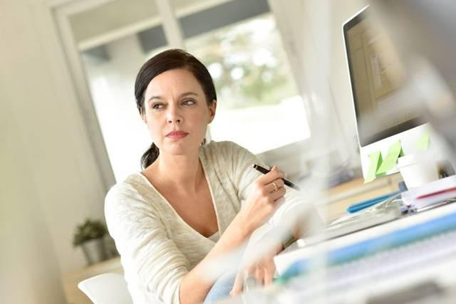 mulher trabalho computador home office