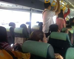 Maaari bang umusug-usog sa bus?