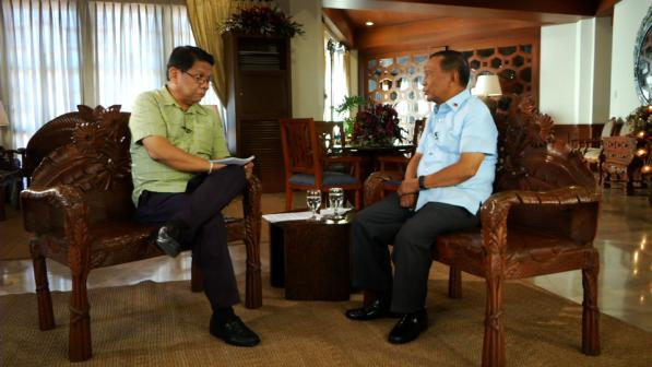 """Mike Enriquez and Jojo Binay on """"Wanted: President."""" (GMA Network)"""