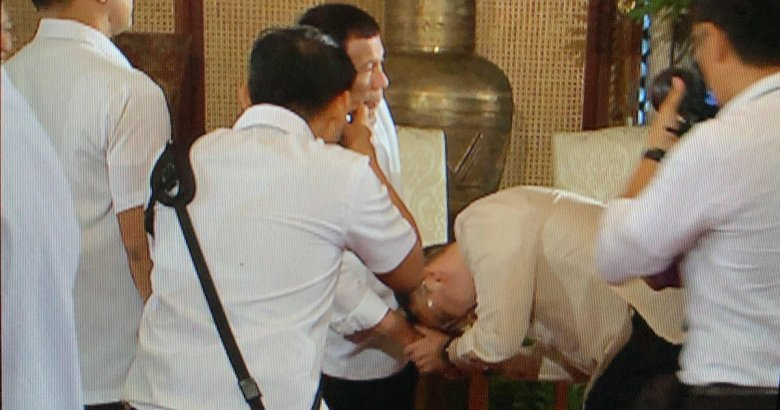Alan Cayetano nagmano kay Tatay Digong