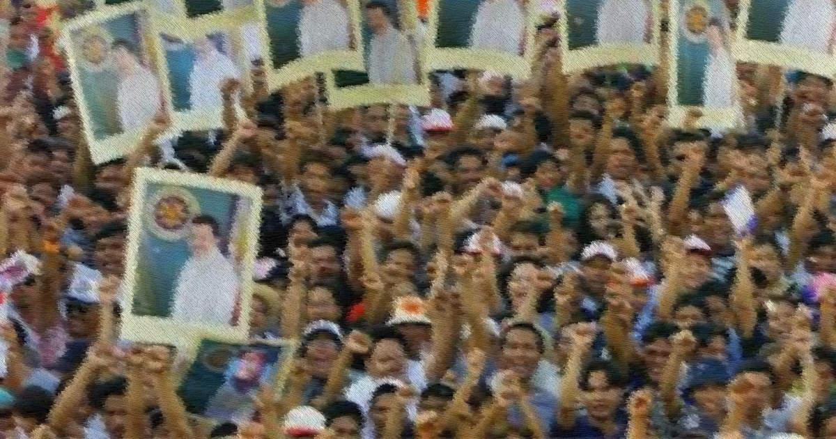 Estrada supporters