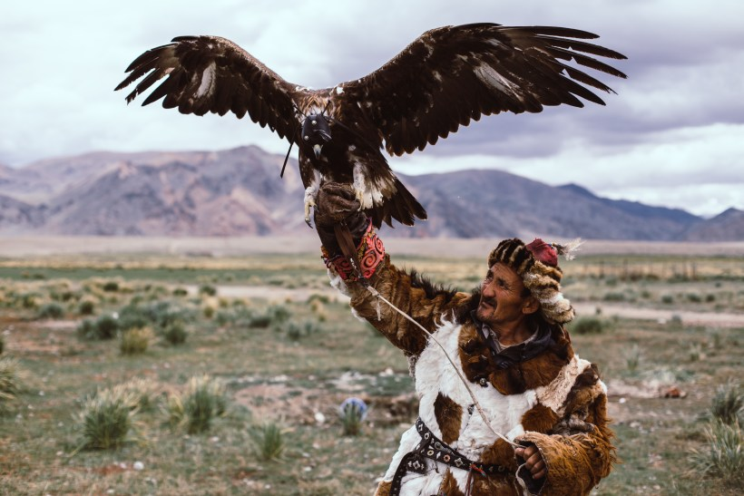 Adventures in Altay, hunting eagle