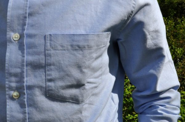 La chemise oxford blue de drapeau noir